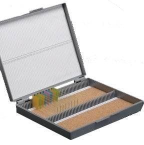 Caixa Porta Lâminas de Microscopia com 100 Lugares, Tampa com Dobradiça de Metal, Fecho de Segurança.  - PLASTBIO